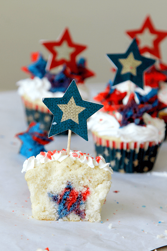 "Firecracker ""Surprise Inside"" Cupcakes from MomDot // That"