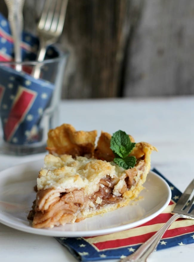 All-American Apple Pie from The Country Contessa // That's Fresh Friday at The Speckled Palate