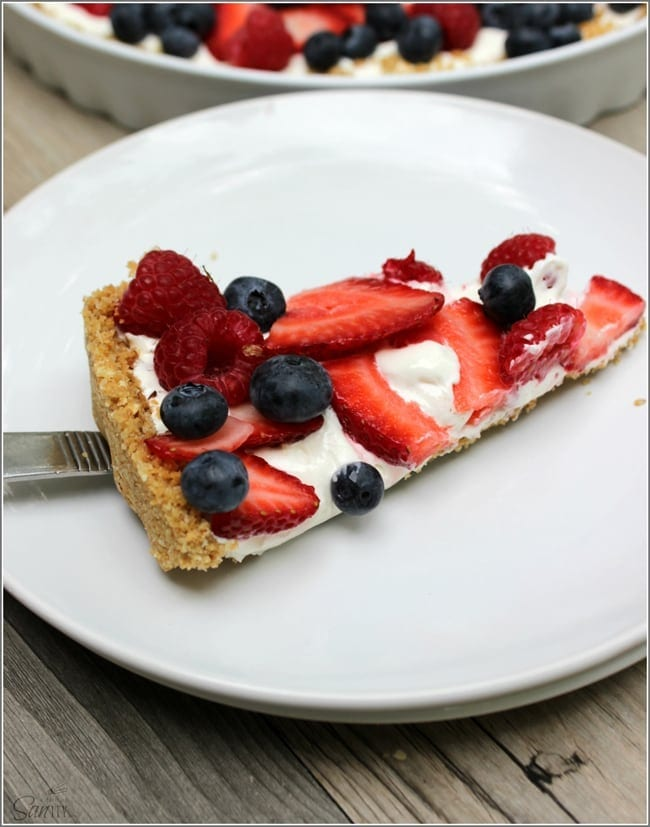 Simple No Bake Fruit Tart from A Dash of SANity // That's Fresh Friday Link-Up at The Speckled Palate