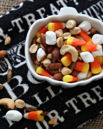 Halloween Snack   Trail Mix   Fall Trail Mix   Candy Corn Trail Mix   Halloween Treat   Halloween Recipe   Kid-Friendly Halloween   Kid-Friendly Snack   Fall Snack