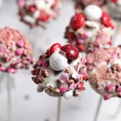 M&M's Red Velvet Brownie Pops // @speckledpalate
