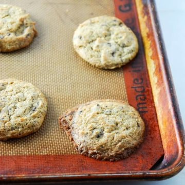 Vegan Peanut Butter Chocolate Chunk Cookies // @frostedvegan for @speckledpalate