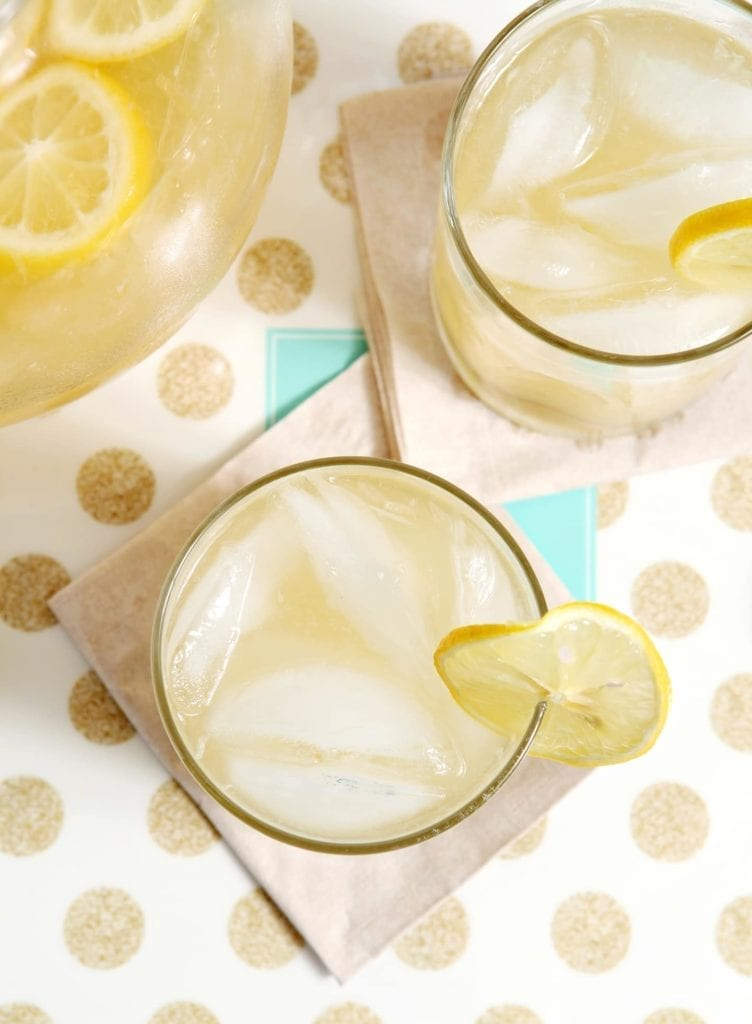 Honey Lemonade | Cool down with a glass of naturally sweetened Honey Lemonade! A mix of tart lemon juice, honey simple syrup and water, this drink is perfect to enjoy on a hot summer's day.