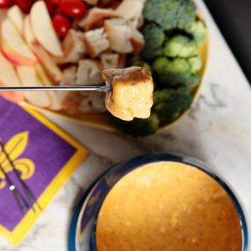 Fondue isn't just for dinner parties anymore! Using Kraft Natural Cheese Finely Shredded Sharp Cheddar, whip up delicious, simple Spicy Cheddar Fondue to enjoy while watching the big game. #NaturallyCheesy #CollectiveBias #ad