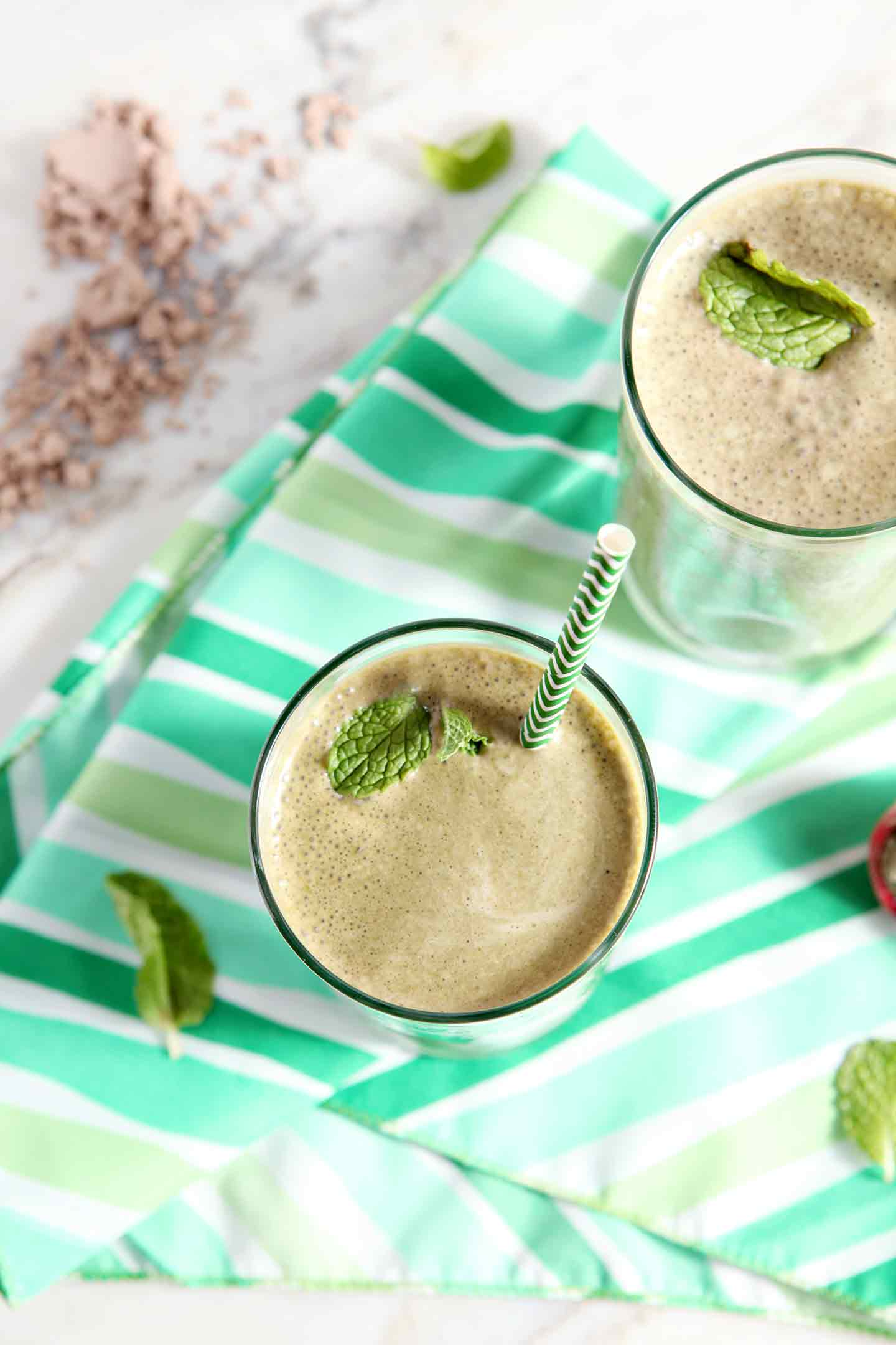 Mint and chocolate together are ALWAYS a good idea... especially for breakfast! Start your morning with a delightfully minty Vegan Thin Mint Smoothie.