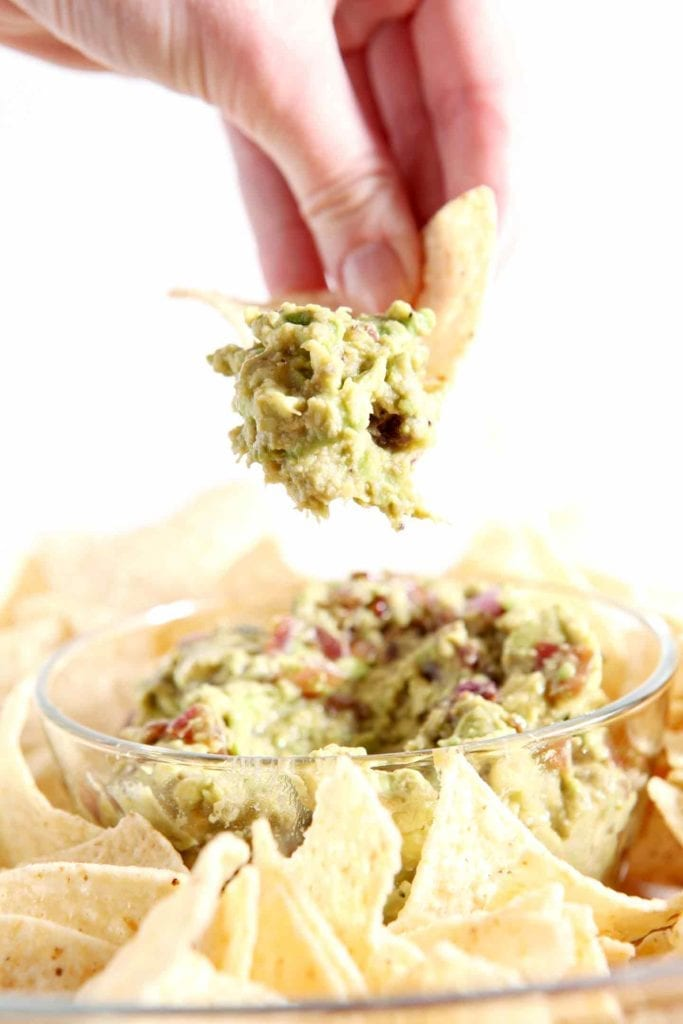 Caramelized Onion Guacamole isn't your run-of-the-mill guacamole! This flavorful VEGAN avocado dip is made extra special with caramelized onions. SO tasty! #recipe #vegan #guacamole #cincodemayo