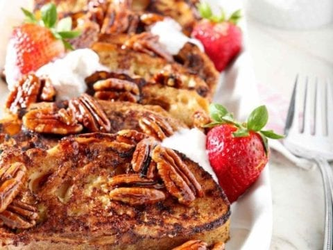 Praline French Toast feeds a crowd and satisfies any sweet craving. Not only is this breakfast delicious, but it's also dairy free AND refined sugar free! #recipe #brunch