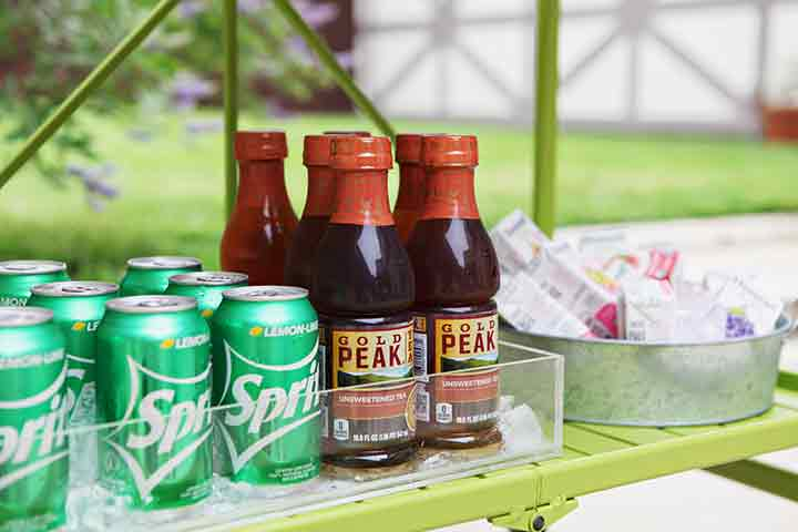 Close up of Gold Pea Teas and Sprites on an outdoor bar cart