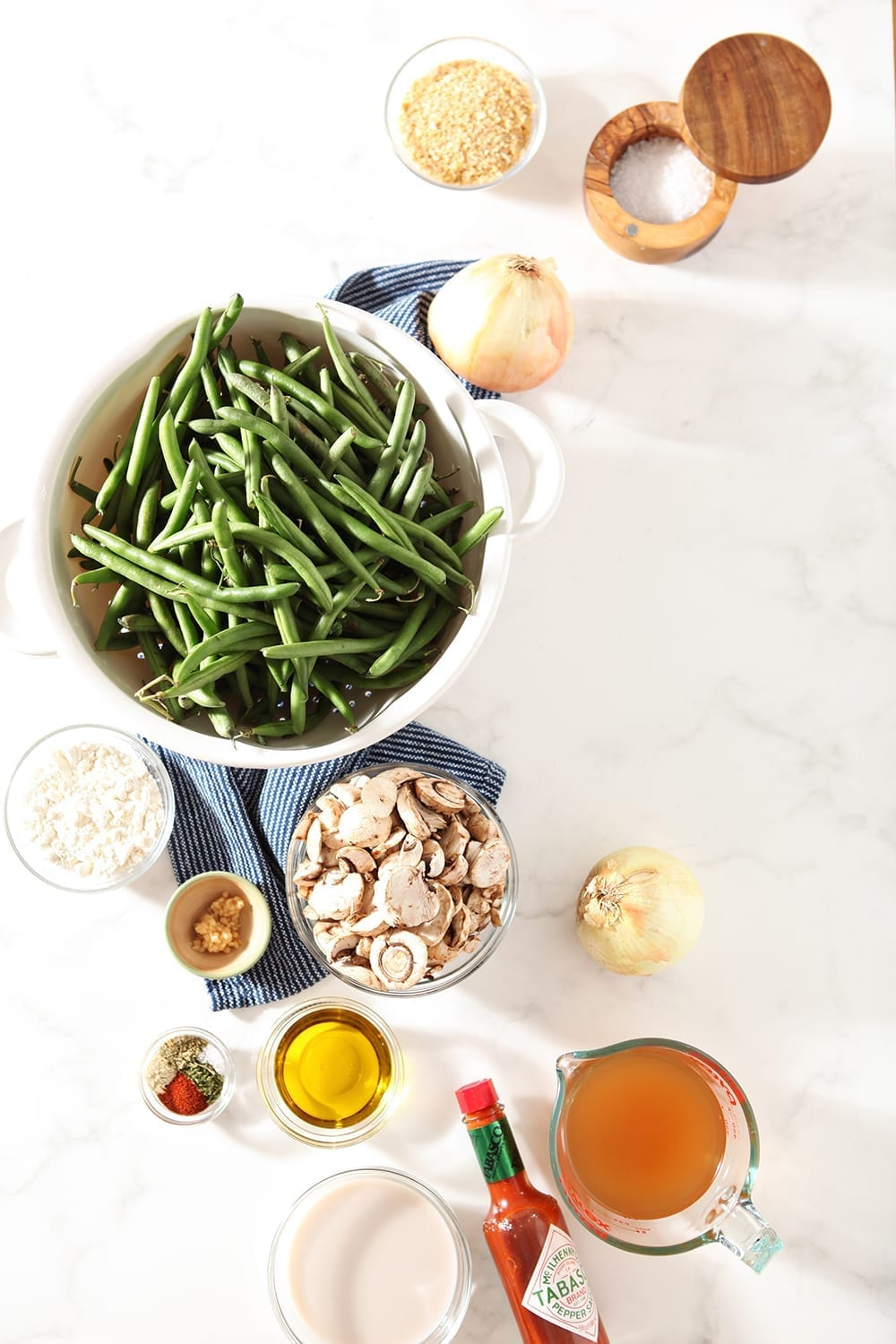 Green beans, mushrooms and all the other ingredients are shown from above